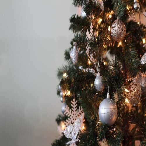 The POLLYANNA's Complete Guide to Decorating your Christmas Tree